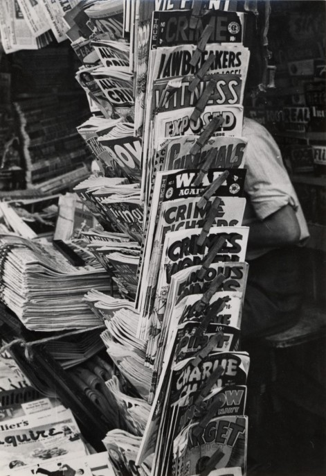 Esther Bubley, Newsstand, c. 1944, gelatin silver print, 6 ½ x 4 ½ in., Collection of the Akron Art Museum, Gift of the estate of Esther Bubley 2003.22