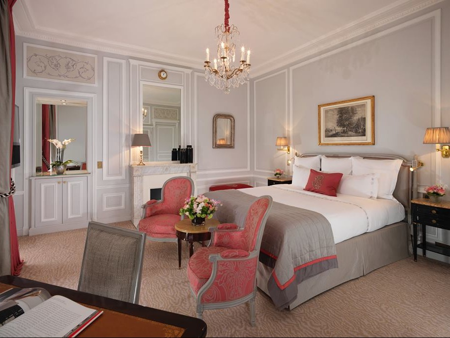Photo: Hôtel Plaza Athénée on Facebook.