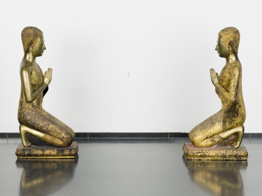 David Hammons American, b. 1943 Praying to Safety 1997 Thai bronze statues, string, and safety pin 36 1/2 × 59 3/4 × 15 in. (92.7 × 151.8 × 38.1 cm) Collection Museum of Contemporary Art Chicago Restricted gift of Mr. and Mrs. J. Paul Beitler, Lindy Bergman, Carol and Douglas Cohen, Robert and Sylvie Fitzpatrick, Penny Pritzker and Bryan Traubert, Nancy A. Lauter and Alfred L. McDougal Charitable Fund, Ed and Jackie Rabin, Marjorie and Louis Susman, and Helyn D. Goldenberg
