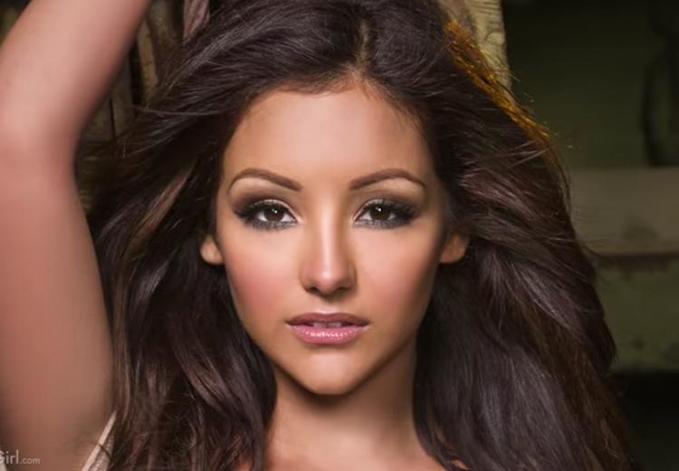 Melanie Iglesias Just Honored Troops With The Hottest ...