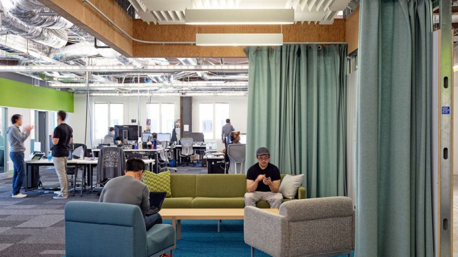 Gensler implemented open spaces to give flexability and versatility to Facebook HQ. Photo courtesy of Gensler.