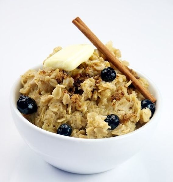 Oatmeal with Blueberries, by The Culinary Geek, courtesy of Wikimedia Commons.