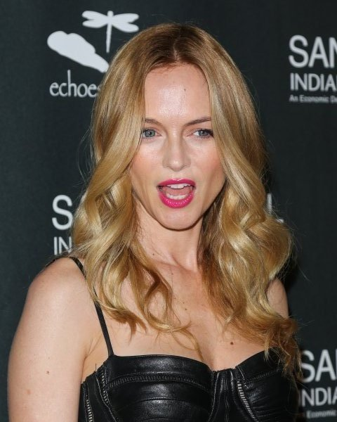 Heather Graham made this face.
