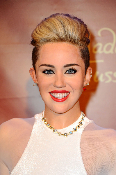 Nadine Menz (GZSZ) unveiling the new Miley Cyrus wax figure at Madame Tussauds in Mitte