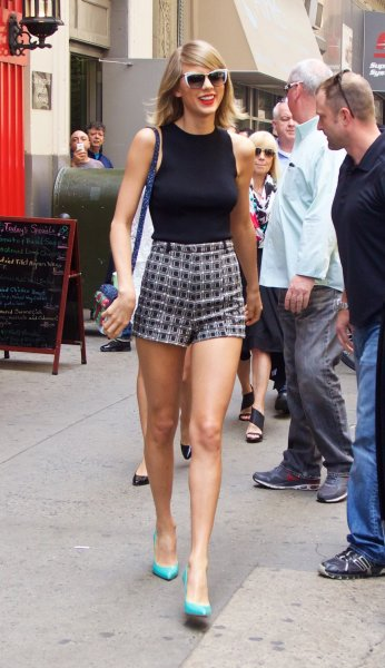 Taylor Swift out and about in New York City Featuring: Taylor Swift Where: New York City, New York, United States When: 26 May 2015 Credit: Alberto Reyes/WENN.com