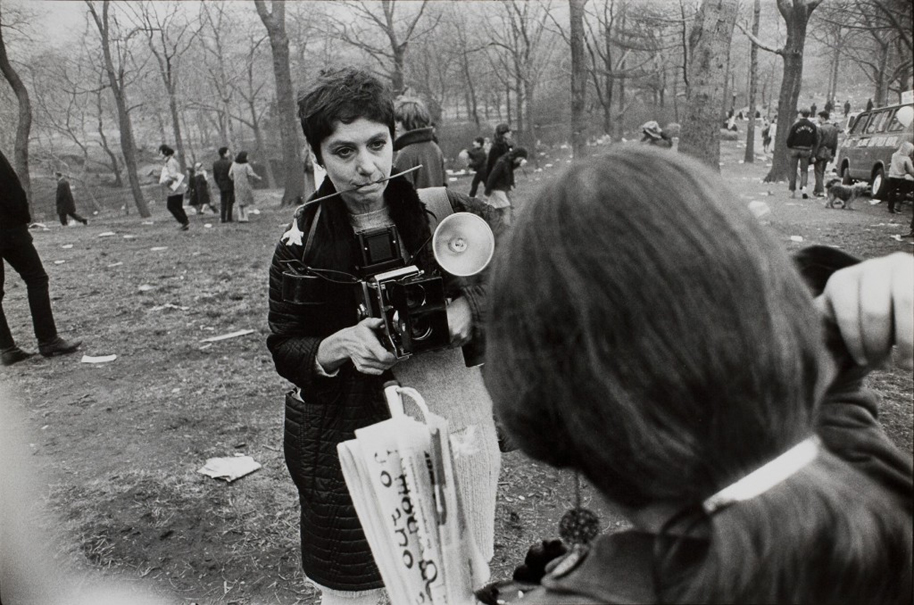 Diane Arbus, Love-in Central Park. Photo by Garry Winogrand