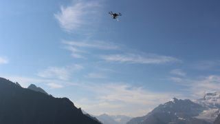 Hexo + drones film stunning aerial shots of Verbier while bikers take on the slopes. Photo courtesy of Hexoplus.
