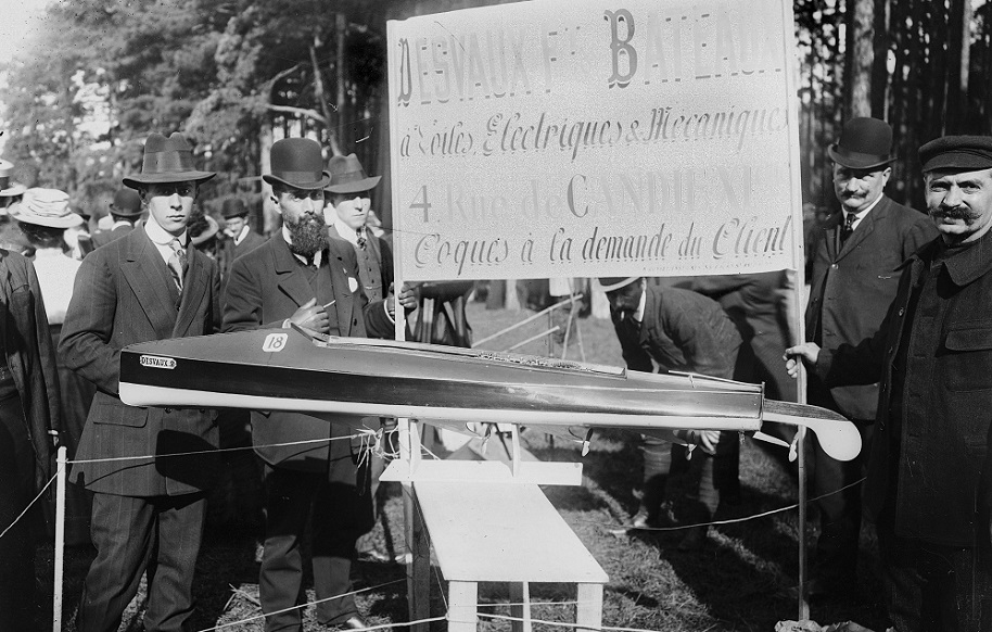 """FRANCE - CIRCA 1908: Section and exhibition of small-scale models of motorboats. The """"Desvaux 2"""" with electric motors. France, 1908. (Photo by Branger/Roger Viollet/Getty Images)"""
