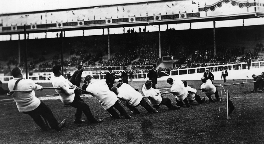 July 1908: Great Britain (The Liverpool St Police tug-of-war team) taking on Ireland in the tug-of-war event at the 1908 London Olympics. The Liverpool St Police tug-of-war team beat the USA team and won the gold medal. William Hirons, Frederick Goodfellow, Edmond Barrett, James Shephard, Frederick Humphreys, Edwin Mills, Albert Ireton and Frederick Merriman. (Photo by Topical Press Agency/Getty Images)