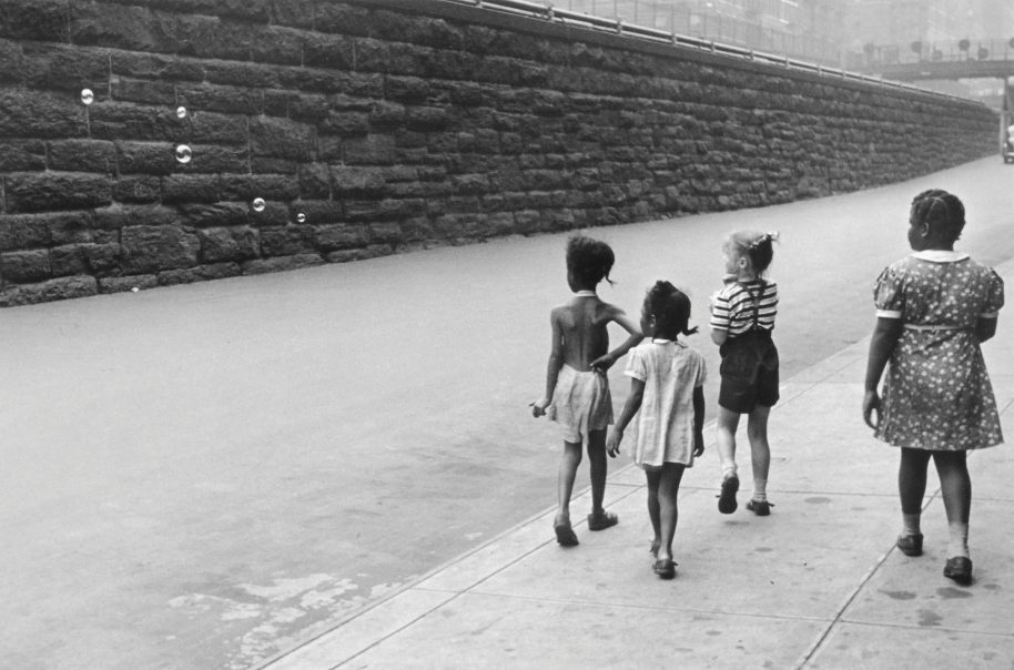 Helen Levitt, New York,c.1945