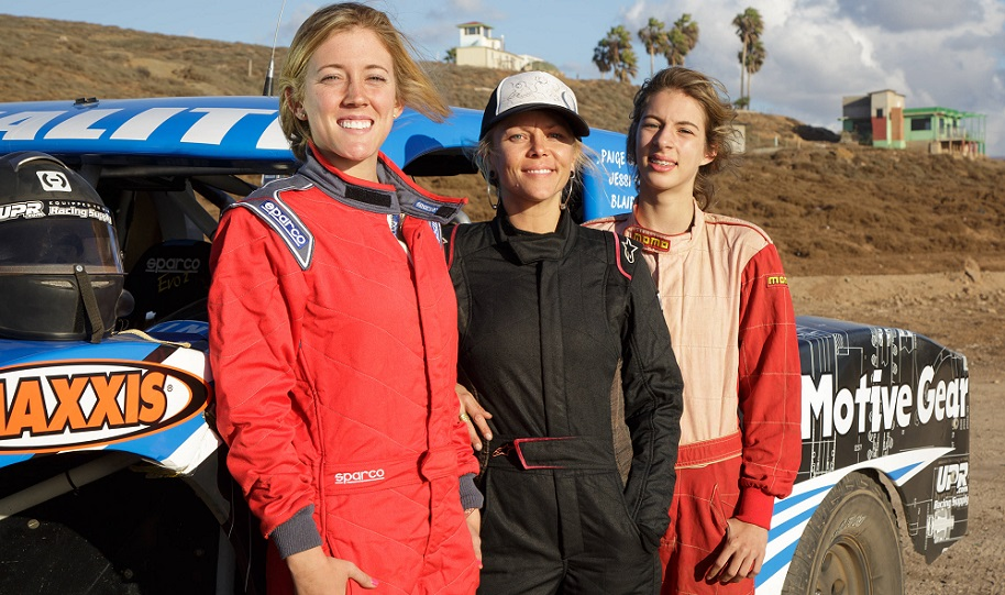 2015 Champs: Team PIstola poses for a photo during the SCORE Baja 1000.