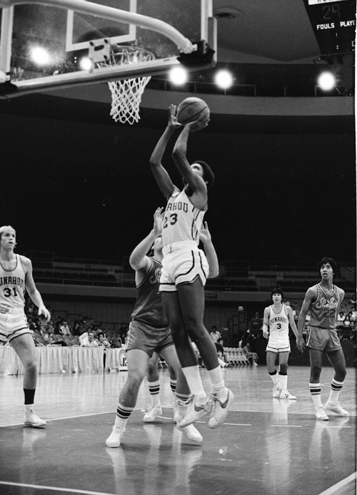 Barack Obama shoots the ball while playing as a guard for the state champion Punahou School basketball team, Hawaii, 1979. (Photo by Laura S. L. Kong/Getty Images)