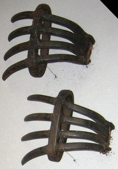 Tekko-Kagi (hand claws). Courtesy of Wikimedia commons.