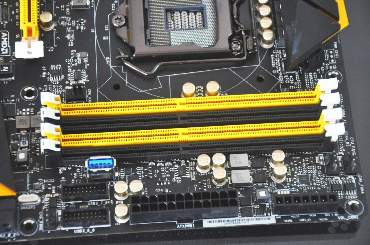 Dual channel RAM slots on mother board