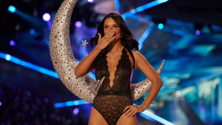 4be05f7b73d93 Adriana Lima Says Goodbye to Victoria's Secret - Mandatory