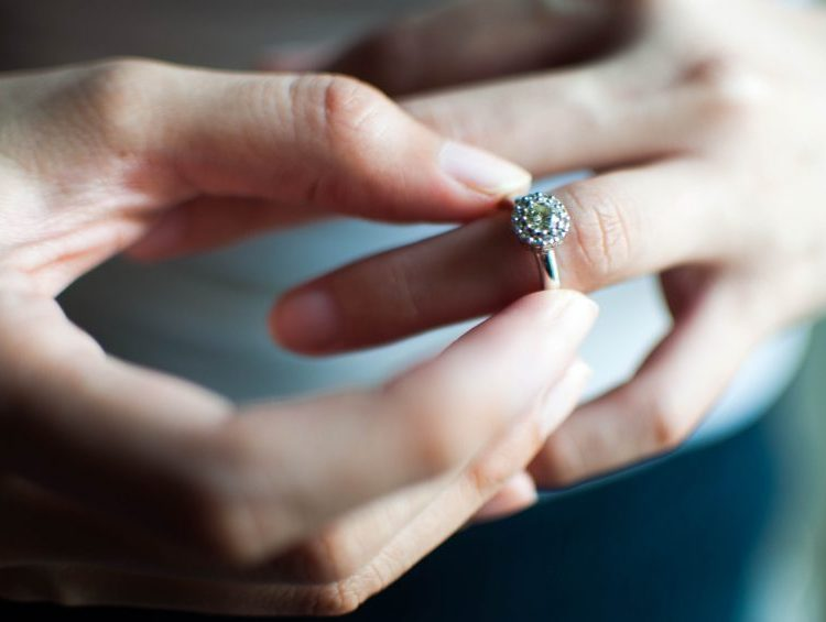 Woman Swallows Engagement Ring in Sleep Thinking It Was a Dream, Gives Guy Immediate Cold Feet