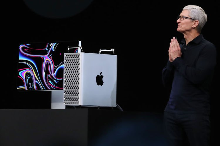 Expensive New Apple Stand Comes With Free Cup of Over-Sugared Lemonade